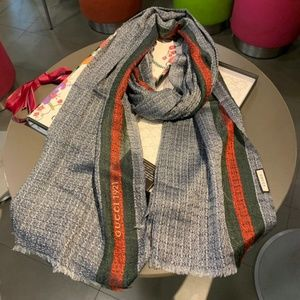 gray Color phase scarf